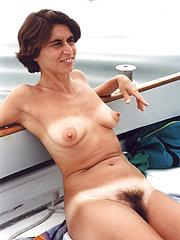 foto di donne mature con la figa pelosa