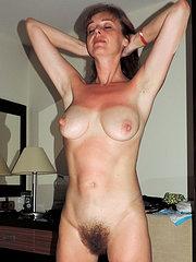 donna matura con la figa pelosa