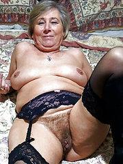 ragazze nude con figa pelosa