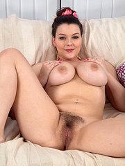 ragazze nude con la figa pelosa
